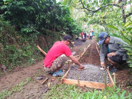 Start Yang Cukup Baik, Perbekel Sepang Apresiasi Pelaksanaan PKT Di Kelompok Jalan Banjar Baru