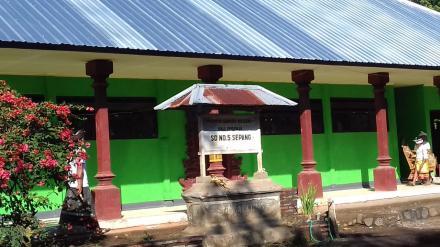 Renovasi Selesai, Gedung SD N 5 Sepang Nampak Elegan dengan Cat Tembok Warna Hijau