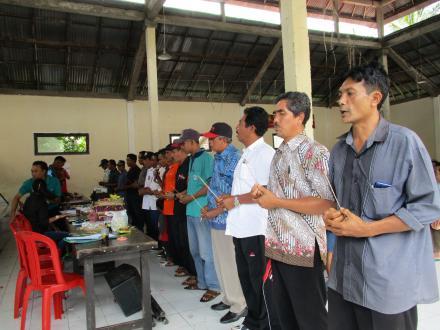 PPS Desa Sepang Lantik dan Berikan BIMTEK Kepada KPPS dan Petugas Ketertiban TPS se-Desa Sepang