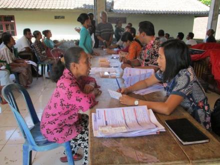 Didistribusikan di Desa Sepang, KPM Akan Segera Nikmati Kemudahan Transaksi BPNT