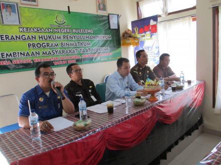 Kejari Buleleng Selenggarakan Penerangan Hukum Program BINMATKUM di Desa Sepang