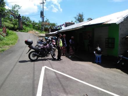 Ikuti Himbauan Gubernur Bali, Jalanan Desa Sepang Nampak Lengang