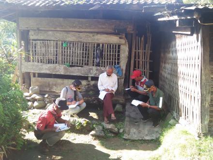 Turun Langsung, Relawan Desa Lawan Covid-19 Desa Sepang Lakukan Validasi Calon Penerima BLT-DD
