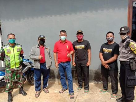 Artikel Sosok : I Ketut Kariyasa Adnyana Bagikan 73 Paket Sembako di Banjar Belulang Desa Sepang