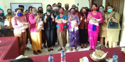 Kader PKK Desa Sepang Terima Bantuan 350 Kg Beras dari TP PKK Kabupaten Buleleng